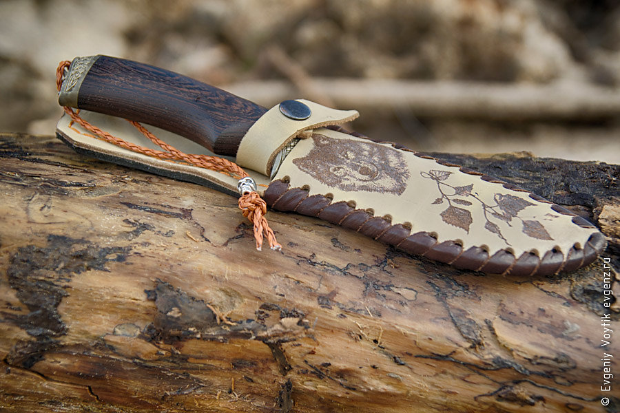 hunting knife with metall skull bead on leather lace in leather sheath